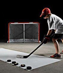 Kind beim Eishockey Trainingslager